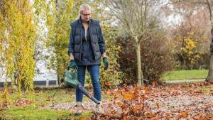 Bosch Universal Garden Tidy Bladblazer herfst