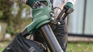 Bosch Universal Garden Tidy Bladblazer test